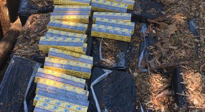 50 ящиків сигарет загальною вартістю 750 000 гривень вилучено через приховування під деревиною в вагоні.