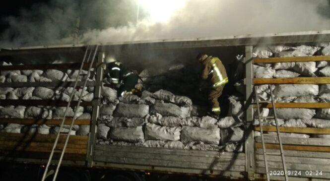 Цієї ночі  рятувальники ліквідовували пожежу в вантажному автомобіл