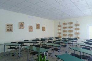 Кам'янська ЗОШ Глибоцького району та ще декілька шкіл Буковини отримали меблі від благодійників