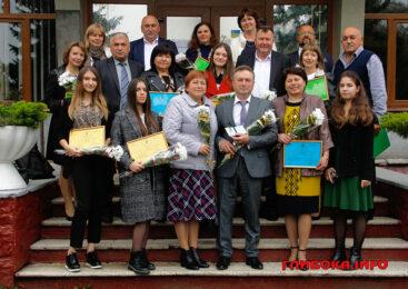 У сесійній залі Глибоцької райради відбулася церемонія нагородження лауреатів Премії ім.Василя Товарницького