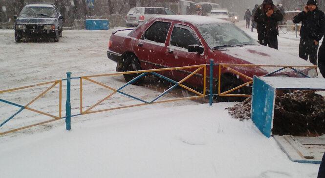 Перший сніг – у Глибоці сталося  ДТП