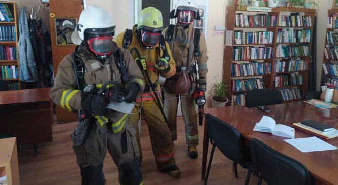 смт Глибока: вогнеборці провели навчання у бібліотеці