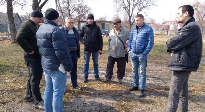 Голова Глибоцької громади та начальник відділу освіти відвідали спортивні об'єкти селища