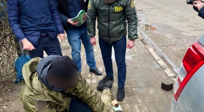 Хабар за сприяння у контрабанді тютюнових виробів до Румунії – підозрюються двоє прикордонників