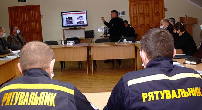 Представники ДСНС України у Чернівецькій області провели семінар-нараду на базі Глибоцької територіальної громади