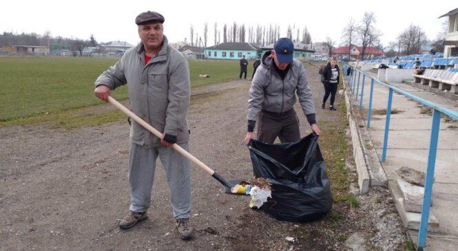 Велике прибирання на Глибоцькому селищному стадіоні
