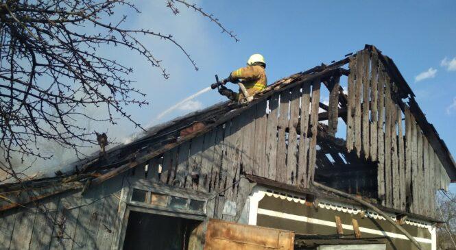 У селі Турятка Тарашанської ОТГ Чернівецького району виникла пожежа у навісі з сіном