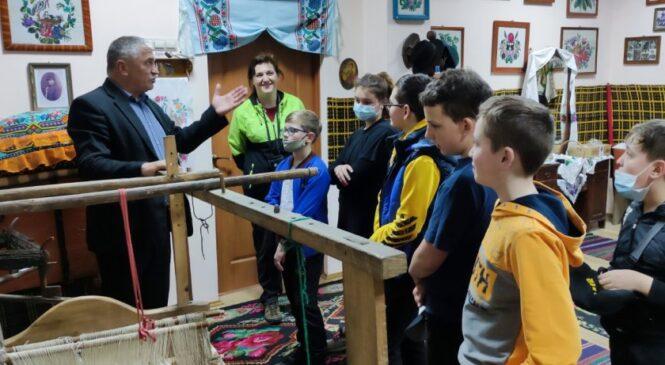 Допитливі вихованці гуртка «Спортивний туризм» вивчають свою малу батьківщину через знайомство з музеями Глибоччини