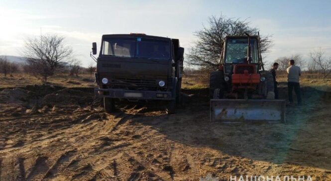 Поліцейські повідомили буковинцю про підозру в незаконному видобуванні гравію жителю села Петричанка
