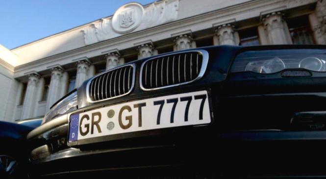 Зеленський підписав закони про пільгове розмитнення автомобілів на єврономерах