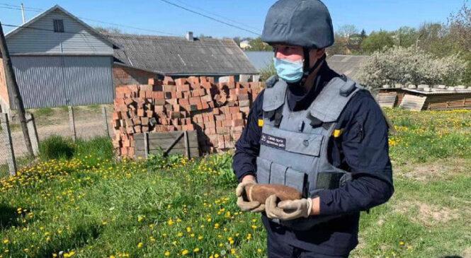 Артилерійський снаряд виявив місцевий мешканець села Луківці Чагорської ТГ Чернівецького району
