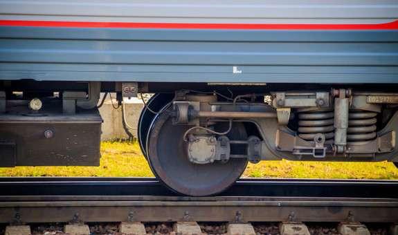 Двоє буковинців намагалися незаконно заволодіти деталями з цінних матеріалів від локомотива