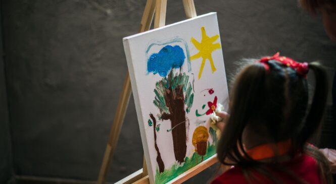 МИСТЕЦТВО ДОЛАЄ БАР'ЄРИ! Інклюзивна студія живопису та малюнку