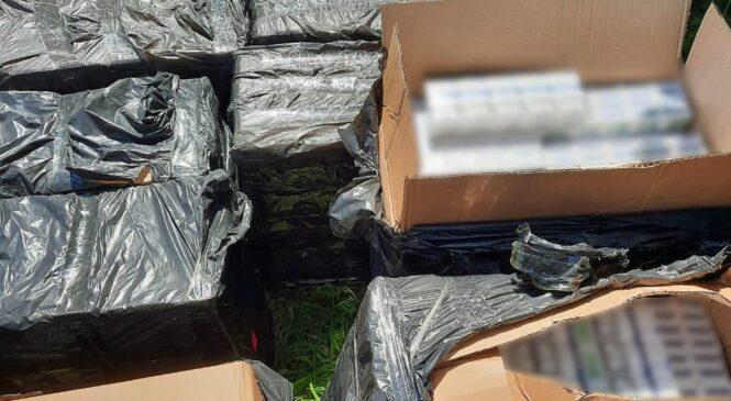 Поліцейські провели обшуки у буковинців та виявили у них контрафактних сигарет на понад пів мільйона гривень