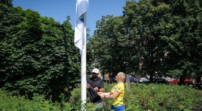 На Соборній площі Чернівців підняли Олімпійський прапор