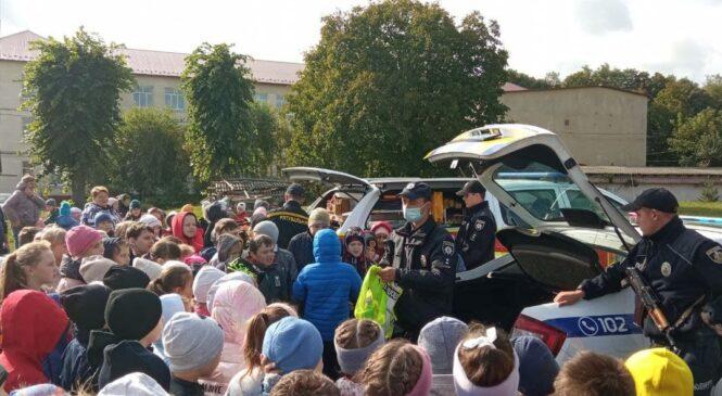Продовжується інформаційно-профілактичний захід «День з поліцейським та рятівником» на теренах Глибоччини